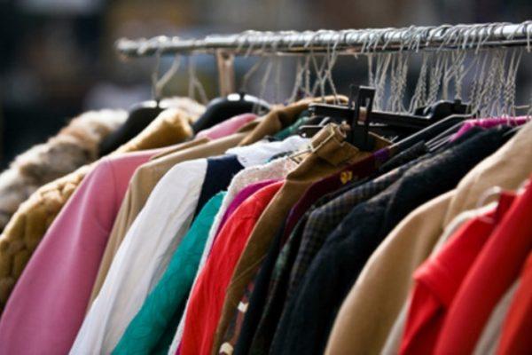 8839165586cf Cremona – Polizia locale al mercato  sequestrati 924 capi di abbigliamento
